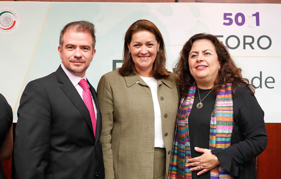Rocío Medrano y Luis Lecuona en el Foro Amor de Papá en el Senado de la República